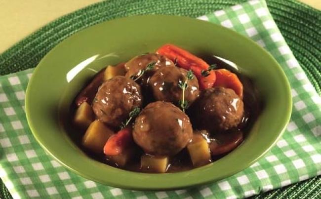 Alb ndigas con verduras en su salsa recetas menu per - Albondigas con verduras ...
